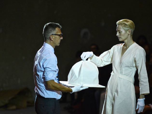 """Tilda Swinton e Olivier Saillard """"The Impossible"""" Wardrobe Parigi Palais de Tokyo, ph. Piero Biason"""