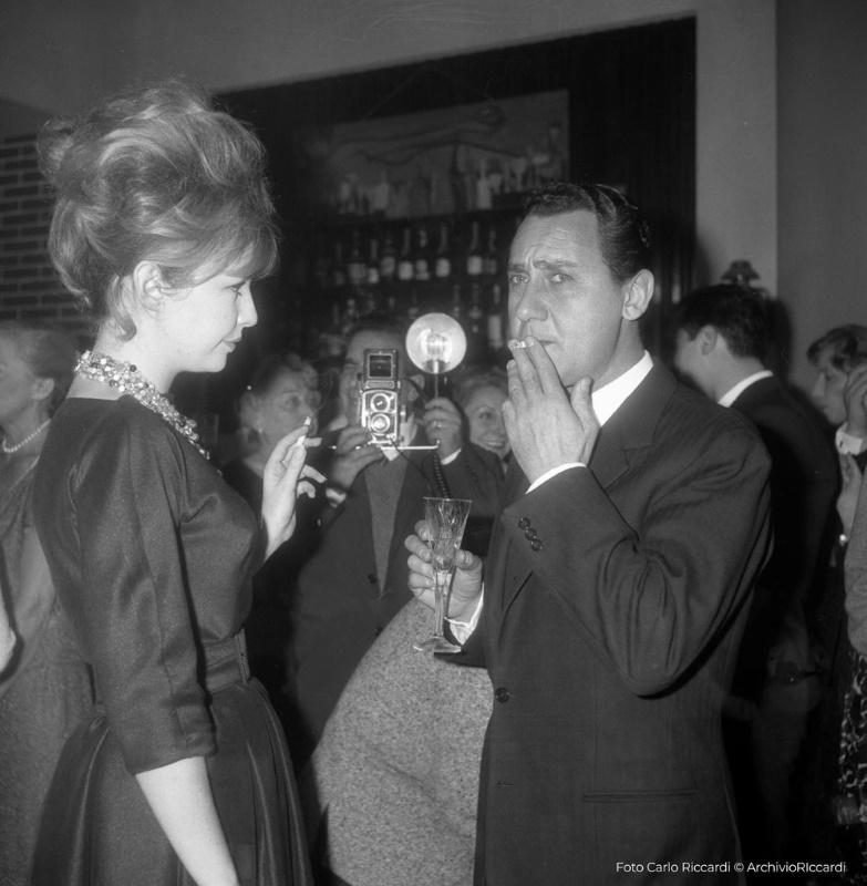 Alberto Sordi con Annette Stroyberg (1960)