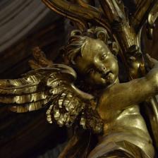 Abside particolare di uno degli angeli portacandelabro