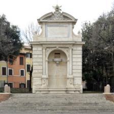 Fontana dell'Acqua Paola in piazza Trilussa