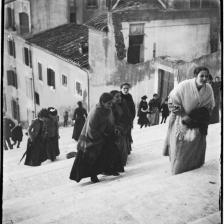 Giuseppe Primoli, Donne sulla scalinata dell'Ara Coeli, Roma, Fondazione Primoli