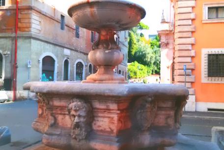 Fontana di Piazza Campitelli